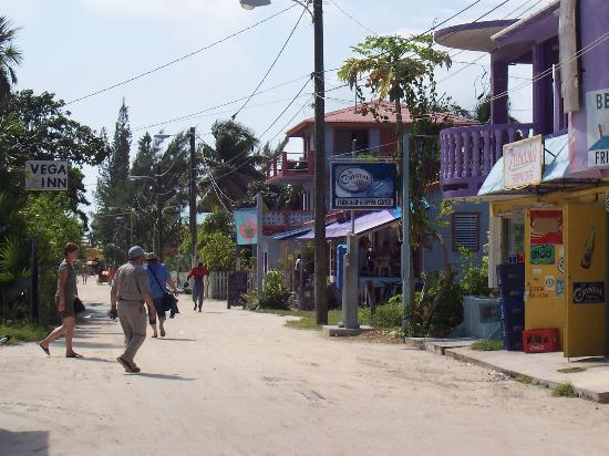 Maxhapan Cabanas: Main Street