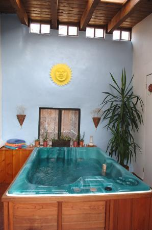 Casa Europa Inn and Gallery: Private Whirlpool Hot Tub