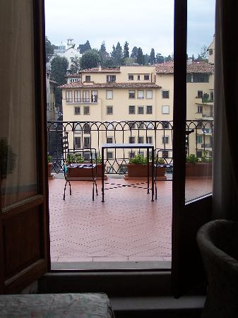 Casa del Lago : This is view from the 400 euro a night room at Hotel Degli Orafi, it is very nice but 370...