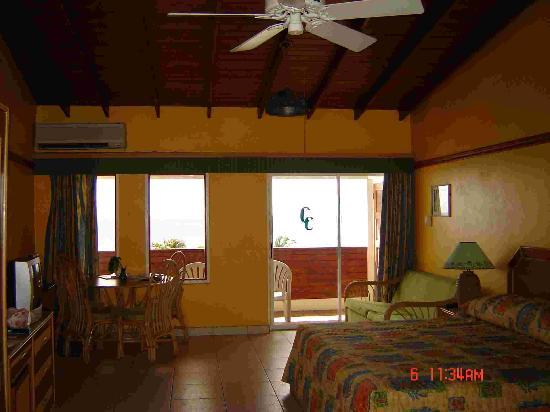 Coconut Court Beach Hotel: Our room