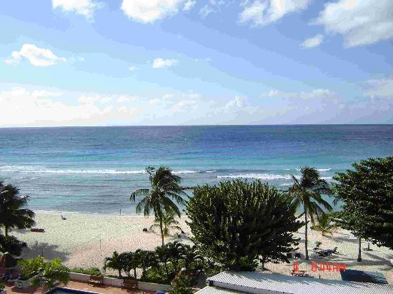 Coconut Court Beach Hotel: view south from balcony