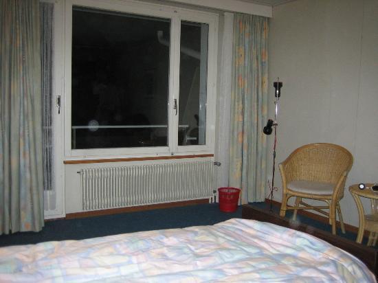 Residence Brunner: Brunner Hotel Room 33. Typically Swiss ?