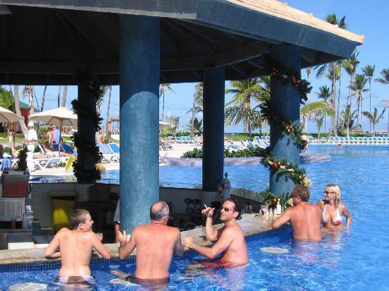 Ocean Blue & Sand: swim up bar