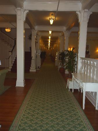 Gasparilla Inn & Club: Main Hallway