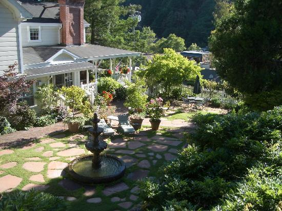 Inn at Occidental: Occidental inn Courtyard