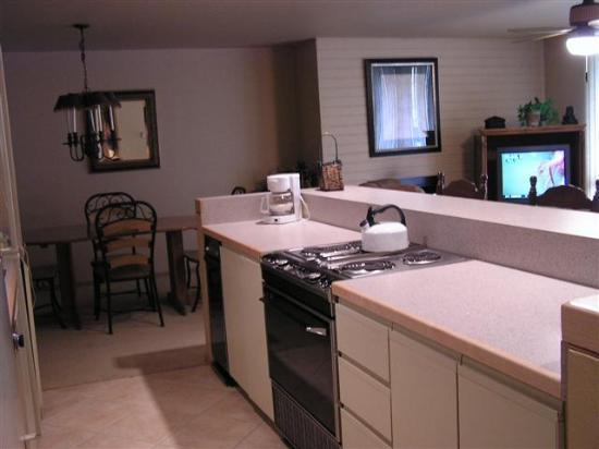 Simba Run Vail Condominiums: kitchen