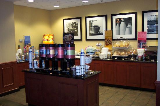 Harrison, NJ: Breakfast area