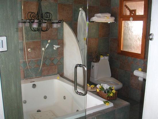 Villa Bella Bed and Breakfast Inn: Bathroom