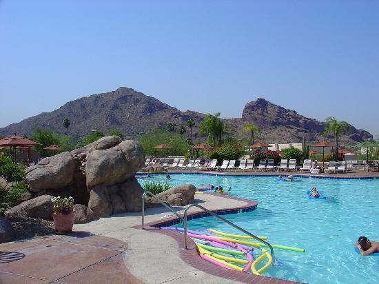 JW Marriott Scottsdale Camelback Inn Resort & Spa: Camelback Mountain from the Pool