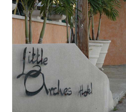 Little Arches Boutique Hotel: Entrance Sign