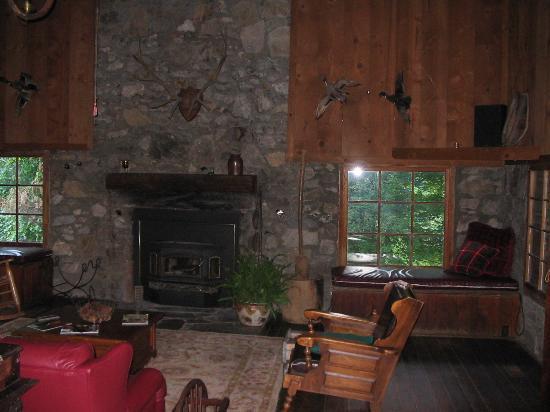Smokey Shadows Lodge: Sitting Room