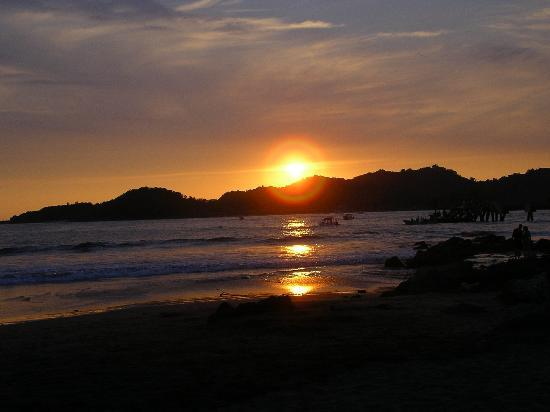 Qualton Club Ixtapa: sunset from the resort