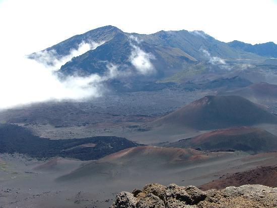 Haleakala National Park, ฮาวาย: Clouds in crater