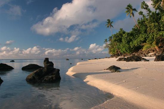Aitutaki, Islas Cook: Beach in front of the Pacific resort