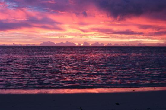 Aitutaki, Cook Islands: Sunset west side