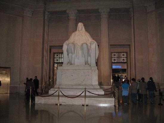 The Franklin Institute: Ben Franklin's statue inside museum