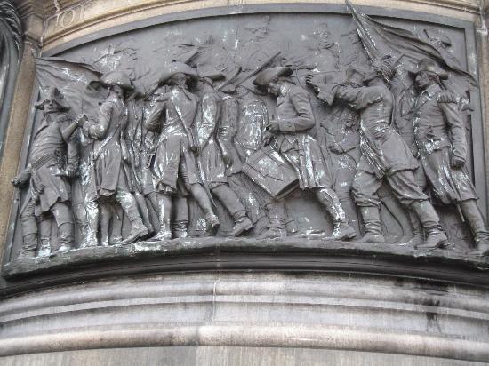 Philadelphia, PA: statue outside museum