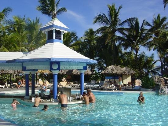Hotel Riu Naiboa Swim Up Bar