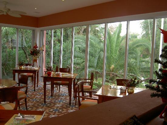 Royal Palms Hotel: A free continental breakfast is served here every morning.