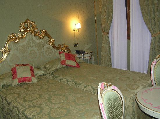 Hotel Al Ponte Mocenigo: Our Room