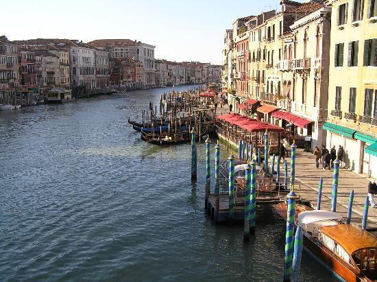 Hotel Al Ponte Mocenigo: View from the Rialto Bridge