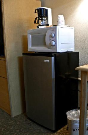 Quality Inn Gloucester City: Nice set of comfort- things; bring your own coffee and drinks.