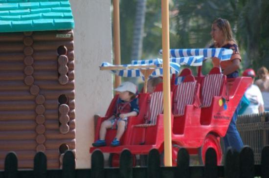 Club Med Ixtapa Pacific: Petit Club multi-stroller.
