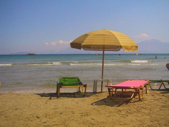 Manos Apartments : Almiros beach
