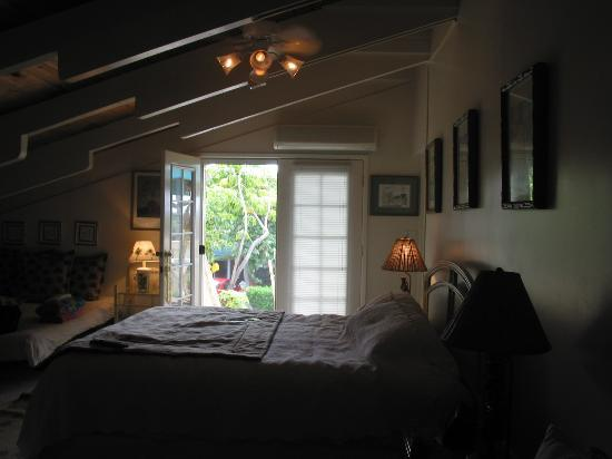 Wai Ola Vacation Paradise: Spacious room with private balcony and entrance