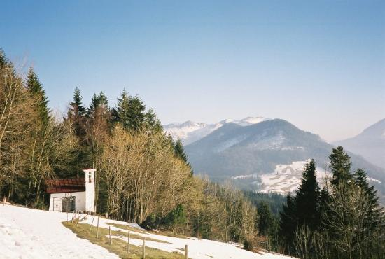 Schliersee, Tyskland: chapel at top of Schliergberg Alm
