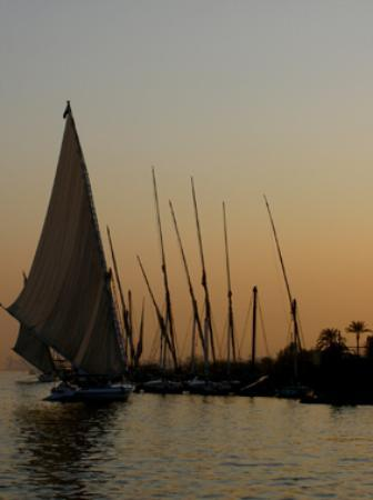 El Nakhil Hotel & Restaurant: felucca yachts on the very blue nile