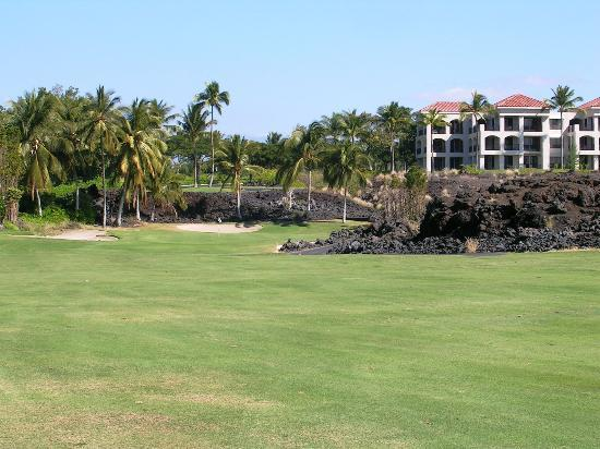 Waikoloa Beach Golf Course: Lava rock rough