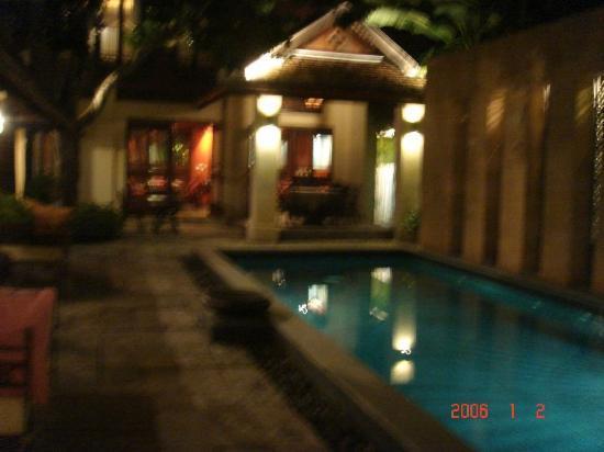 Bann Tazala: View of pool at Night