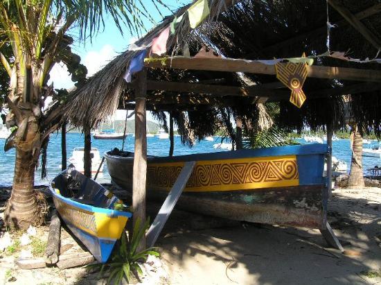 Islas Vírgenes Británicas: The GliGli Carib Canoe, Beef Island