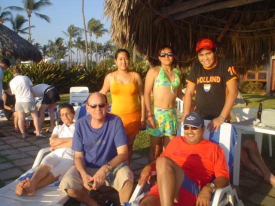 Villas El Rancho Green Resort: Con mi familia unos muy felices dias