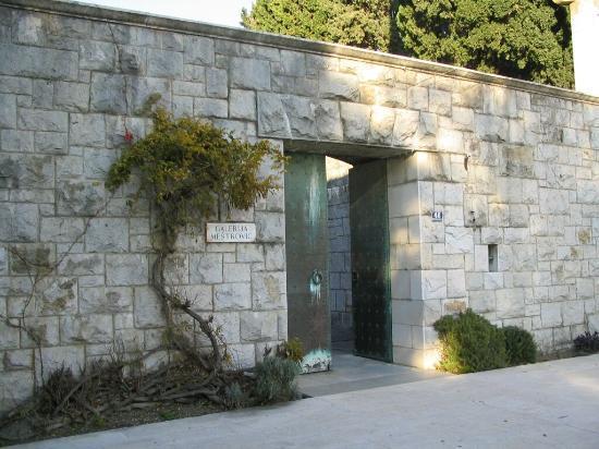 Ivan Mestrovic Gallery : Entrance Gates