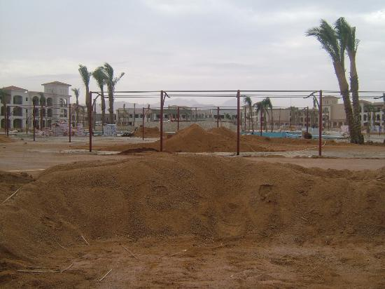 Sun Hotel Raouf: Hope there are no more land mines.