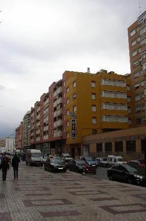 Zeus Hotel Malaga: View from the street