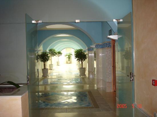 Gran Hotel Atlantis Bahia Real : Entrance to the spa