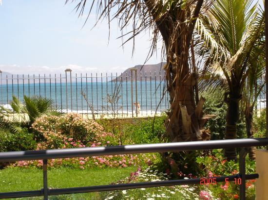 Gran Hotel Atlantis Bahia Real: View from our patio to Lanzarote