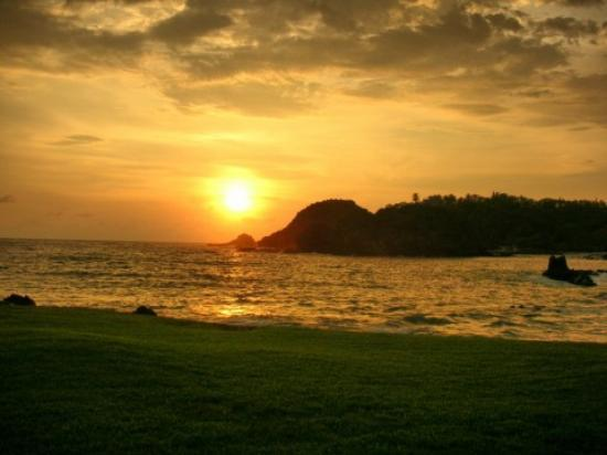 Costa Careyes: Sunset over Cove