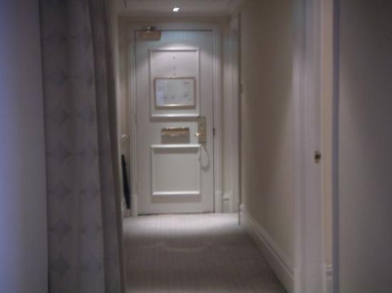 تاج 51 باكينجهام جايت سويتس آند ريزدينسيز: Corridor inside the apartment