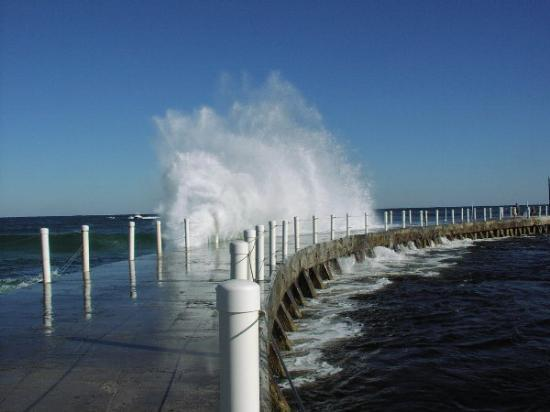 Boynton Beach, Flórida: Waves crashing over the Jetty