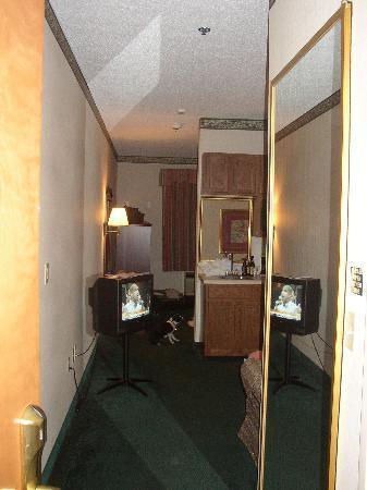 Comfort Suites : Big Room