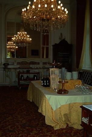 L'Orangerie du Chateau des Reynats: The dining Room