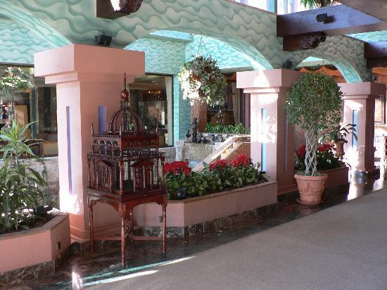 SENTIDO Amaragua : Lobby to the garden