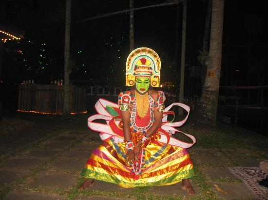 Coconut Lagoon: Evening dance entertainment