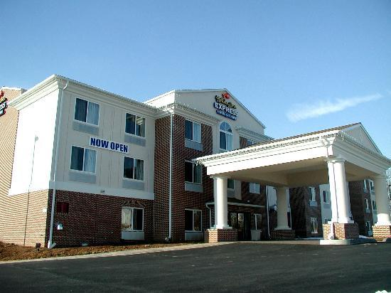 Holiday Inn Express Hotel & Suites/Lititz : Holiday Inn Express at 101 Crosswinds Drive in Lititz, Pa.