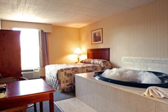 Comfort Inn Wethersfield - Hartford: Best Room at Camelot Inn