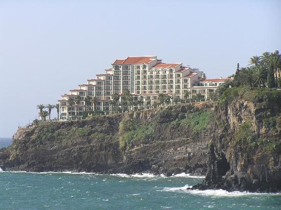 Hotel The Cliff Bay: The hotel taken from the marina